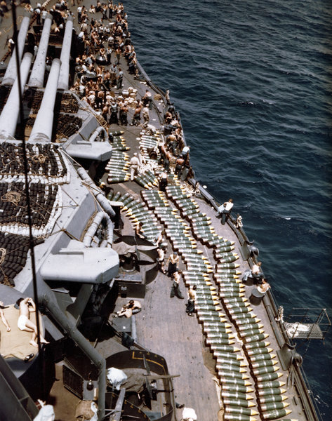 14in_shells_on_deck_of_USS_New_Mexico_(BB-40)_in_1944.jpeg