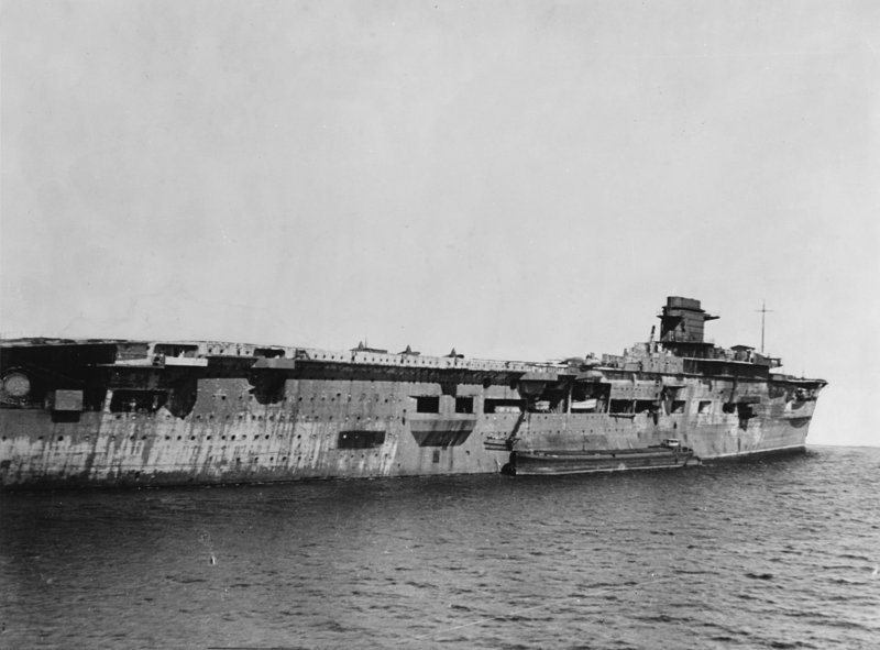 937340052_German_aircraft_carrier_Graf_Zeppelin_at_Swinemnde_on_5_April_1947.thumb.jpg.19c0022c24cbf722bc54db86580f92a8.jpg
