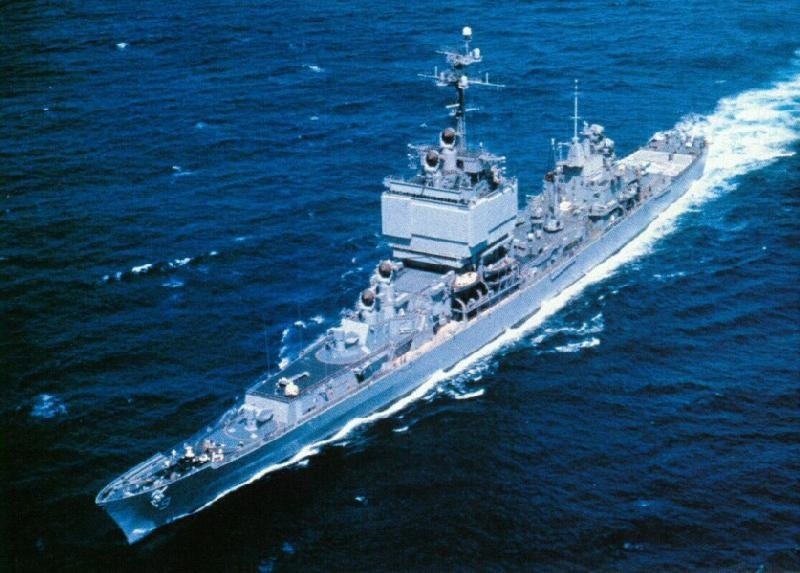 USS_Long_Beach_(CGN-9)_underway_at_sea,_circa_in_the_1960s.jpg